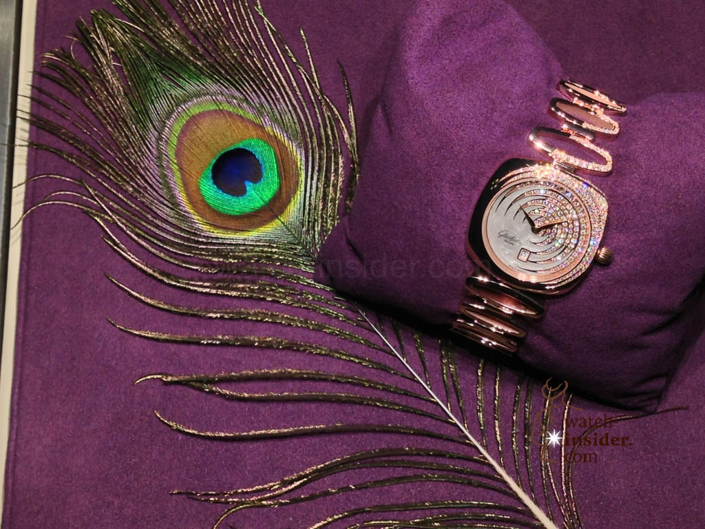 These are the very first pictures of the new Glashütte Original Pavonina