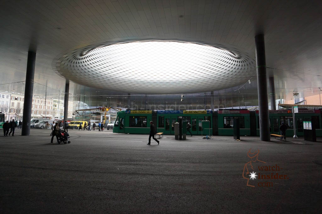 Underneath the hall 1 there is a huge tram stop. The big aperture is a dominating design element of the new hall 1 in Basel