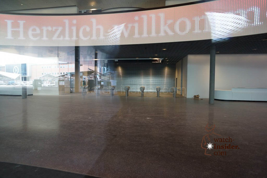 If you turn around you see the entrance to the hall where Swatch (not Swatch Group!) will expose for the very first time in Basel. Swatch will use a space that has the size of 1500 square meters