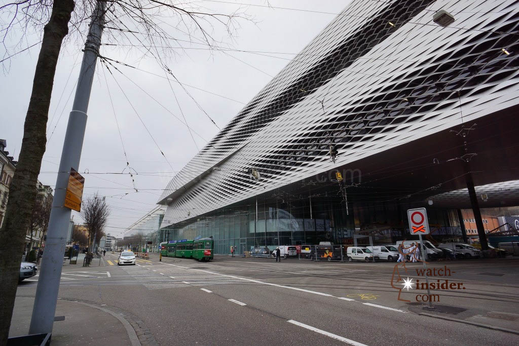 Hall 1 seen from the other side. Also here modern architecture dominates the scene .