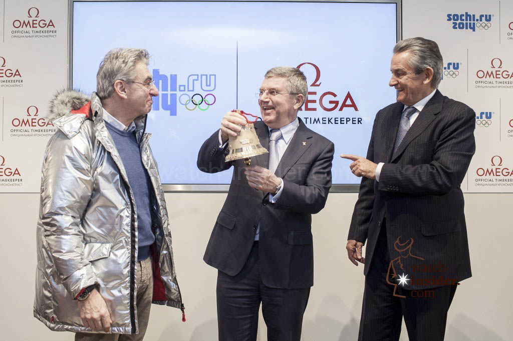 Swatch Group CEO Nick Hayek presents IOC President Thomas Bach with a final lap bell. (left to right: Swatch Group CEO Nick Hayek, IOC President Thomas Bach, OMEGA President Stephen Urquhart.