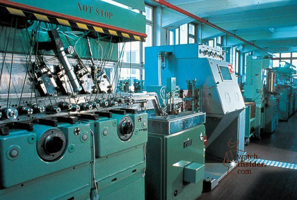 As a movement manufacturer Oris developed its own highly complex machines. The transfer machine shown above allowed most efficient production of movement plates. (Photo taken in 1970)