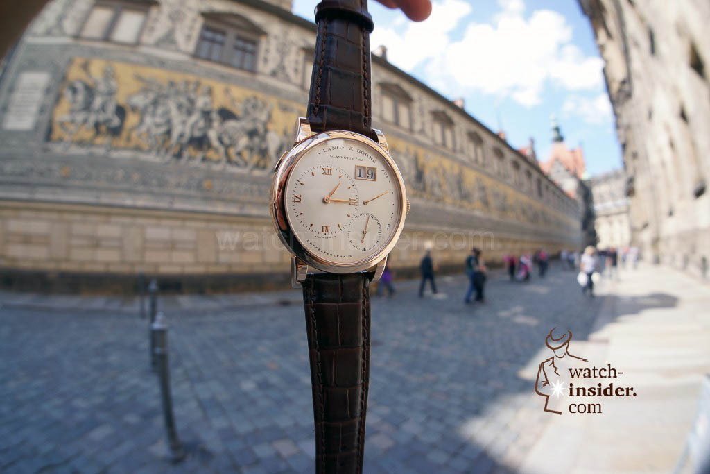 The Lange 1 in front of the Fürstenzug, an over-dimensioned porcelain-plated mural in Dresden