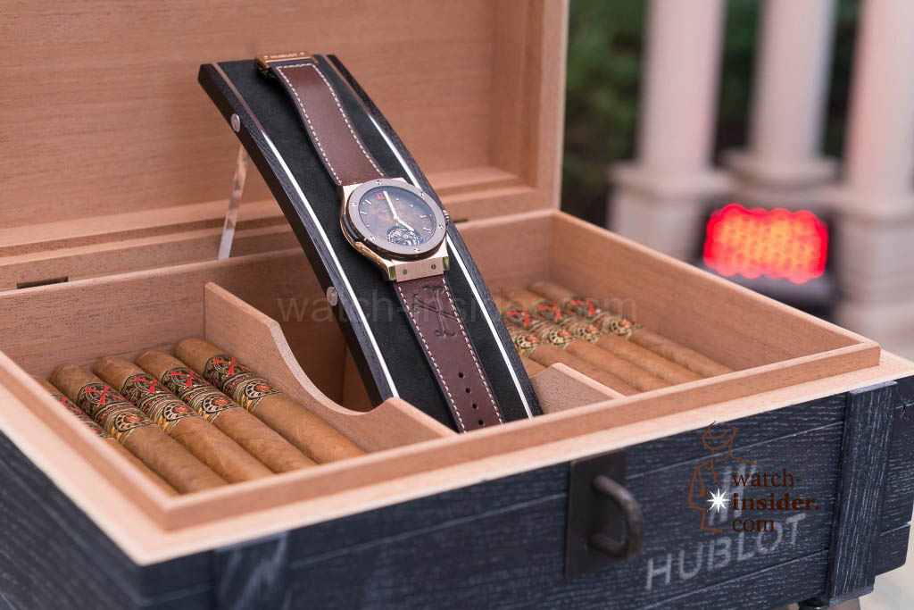 """The Classic Fusion """"ForbiddenX"""" is delivered in a veritable wooden humidor-cigar-box"""