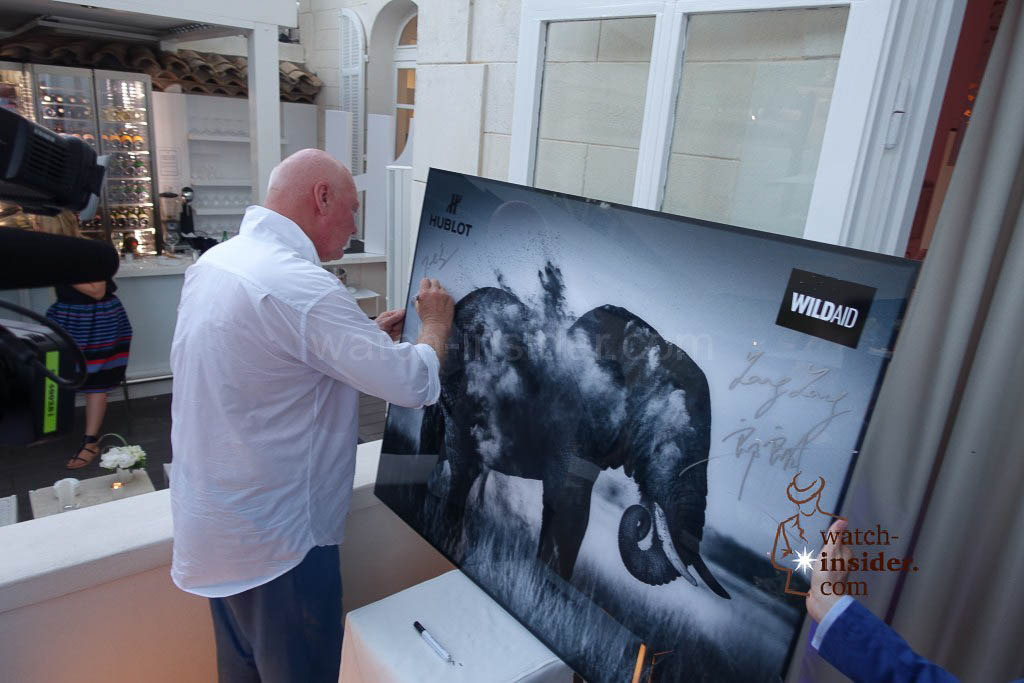Jean-Claude Biver signs the picture with the elephant