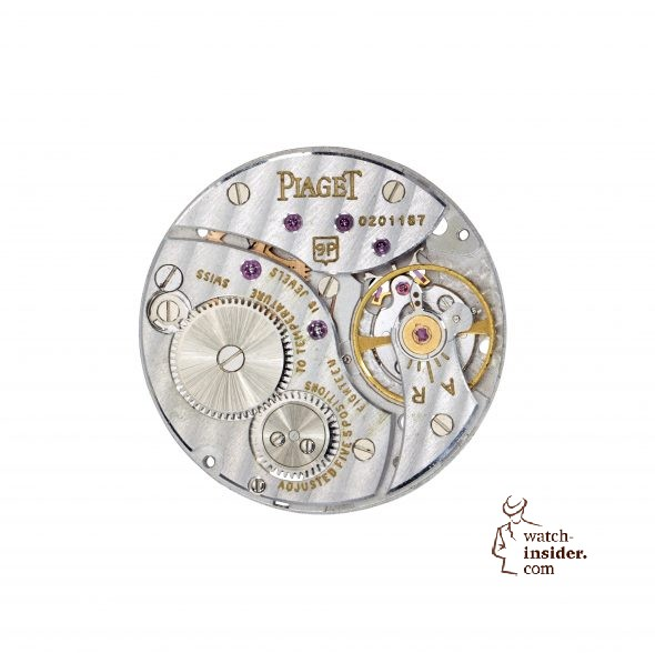 Piaget Manufacture 9P ultra-thin hand-wound movement, launched in 1957. Movement thickness: 2 mm. Casing dimensions: 9''' (ø 20.5 mm)