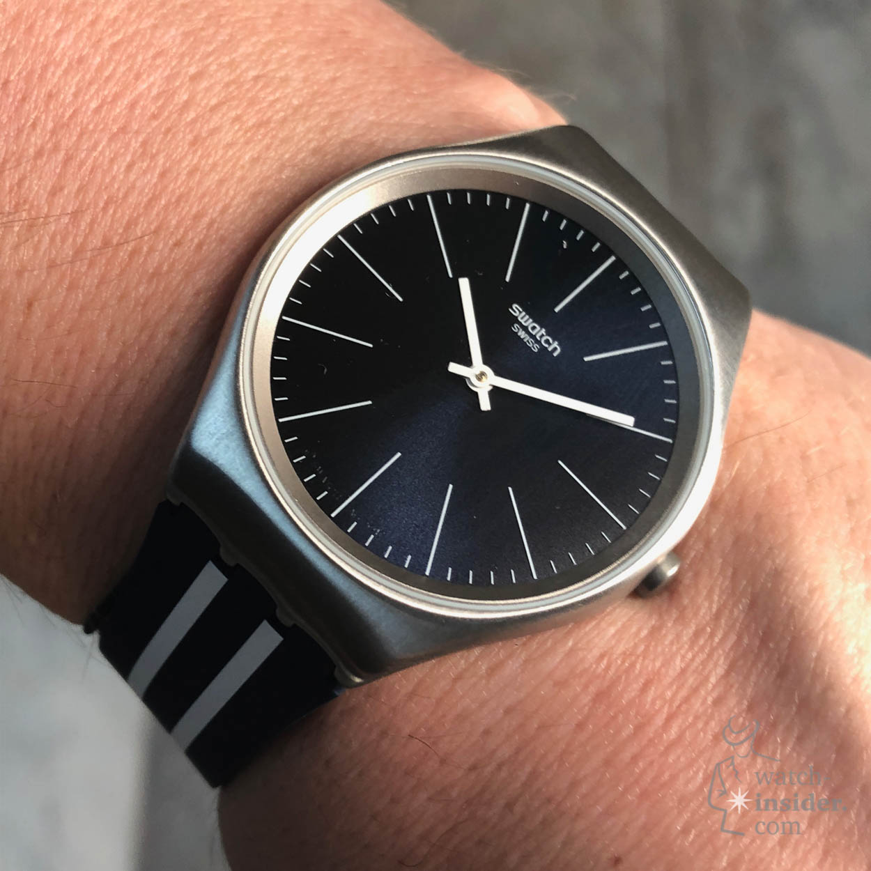 a47da6814973 ... a dark or light dial. Only the full metal Skin Irony watches have a  dial that matches the rest of the watch